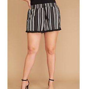 Plus Size 22/24 Black & White Stripe Fringe Short